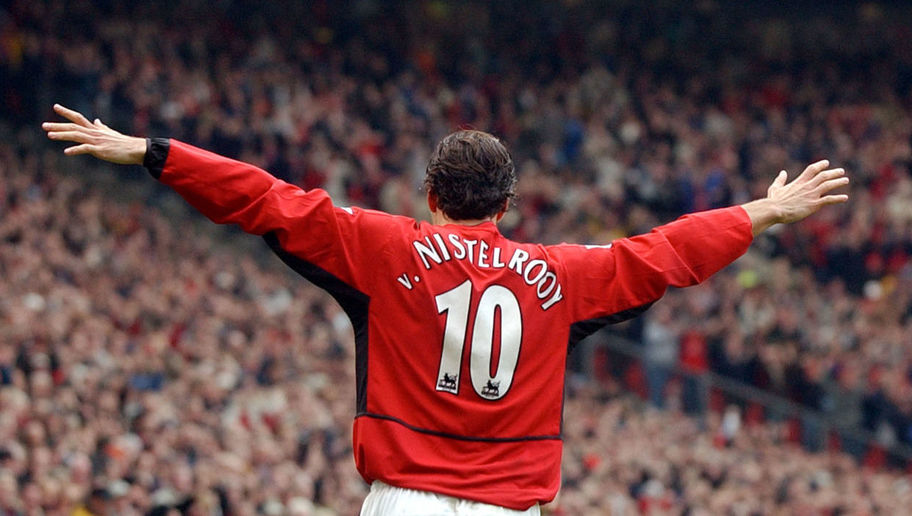 MANCHESTER, UNITED KINGDOM:  Manchester United's Ruud van Nistelrooy salutes the crowd after scoring his 2nd goal against Newcastle United during their Premiership clash at Old Trafford in Manchester 23 November 2002. AFP photo by Paul Barker (Photo credit should read PAUL BARKER/AFP/Getty Images)