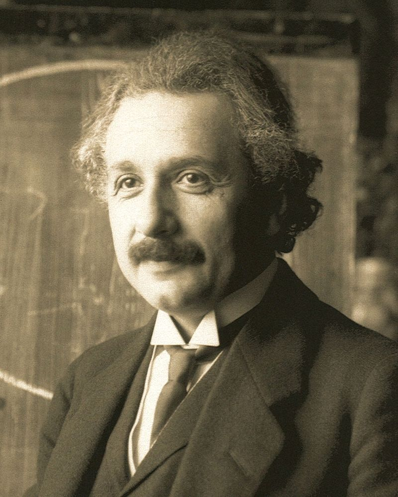 800px-Einstein1921_by_F_Schmutzer_2