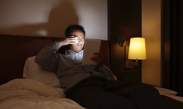 Tablet pc will hurt your eyes in the dark